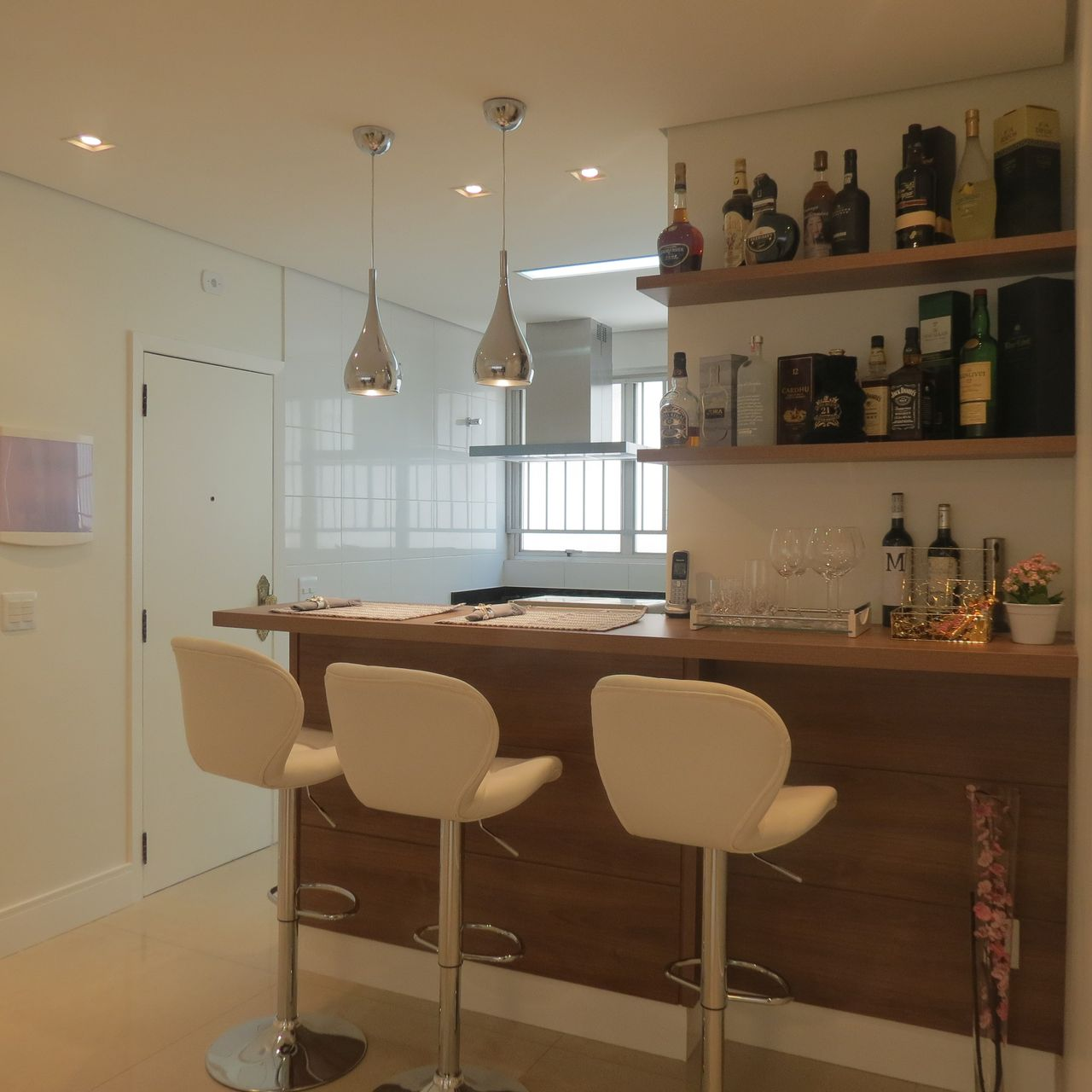 Cozinha Americana Com Bar E Prateleiras De Danielle David 137174