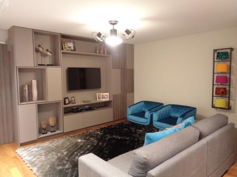 Sala de estar cinza com azul id ias for Sala de estar com um sofa