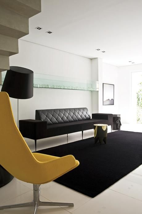 Sala De Estar Com Poltrona Amarela ~ decoracaosaladeestartapetepretoepoltronaamarelafranciscocalio