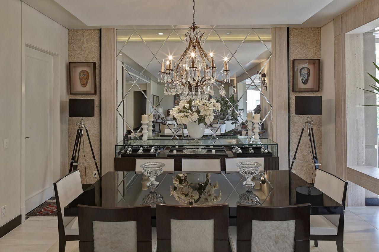 Decoração Sala de Jantar Parede com espelho bisotado e cadeiras de veludo analuisaprevide 71997