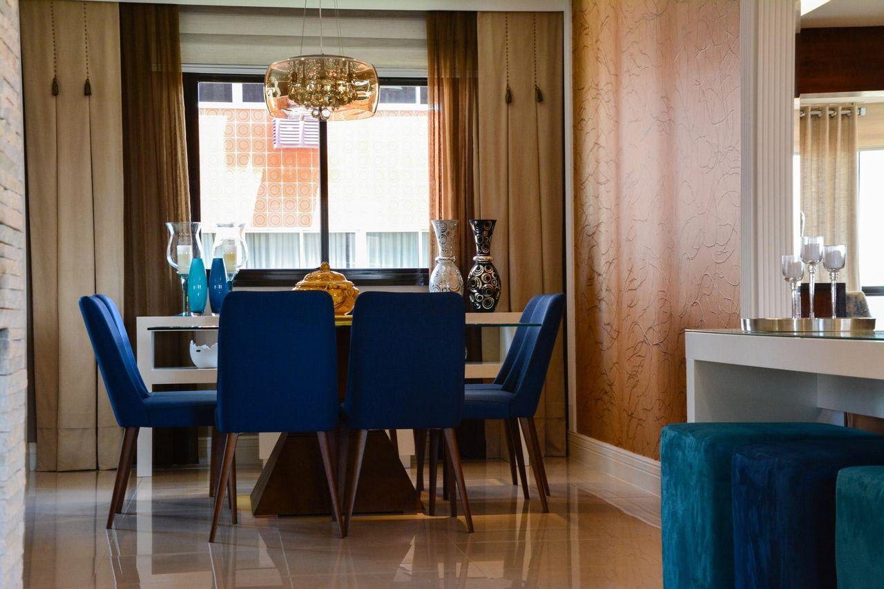 Sala De Jantar Com Mesa De Vidro E Cadeira Azul De Bender  -> Decoracao Sala De Jantar Azul