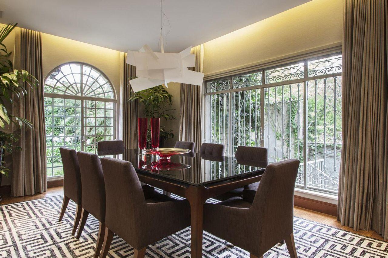 Sala De Jantar Com Mesa Quadrada De Vidro De Deborah Basso 62905  -> Sala Quadrada Planejada
