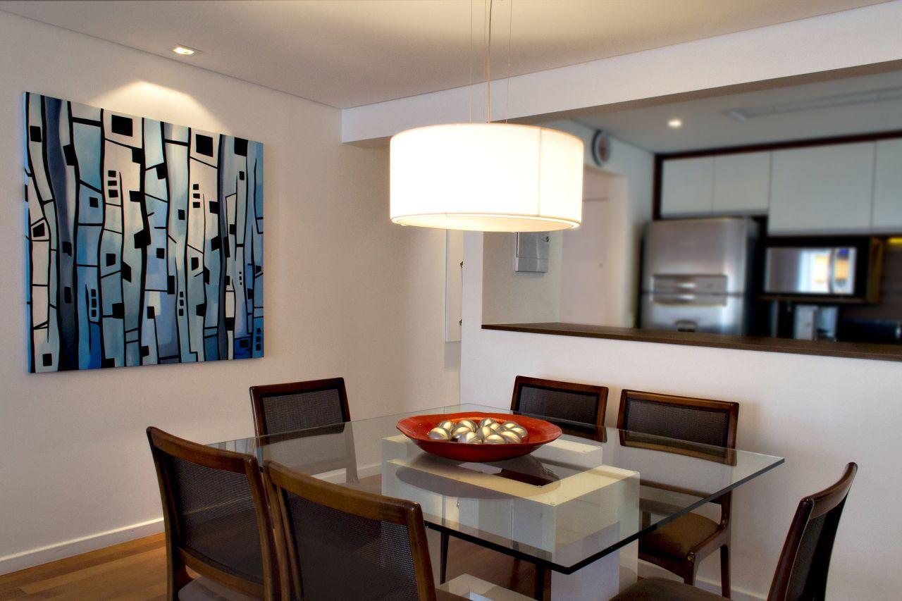 Sala De Jantar Com Quadro Azul E Pendente De Rawi Arquitetura  -> Decoracao Sala De Jantar Azul