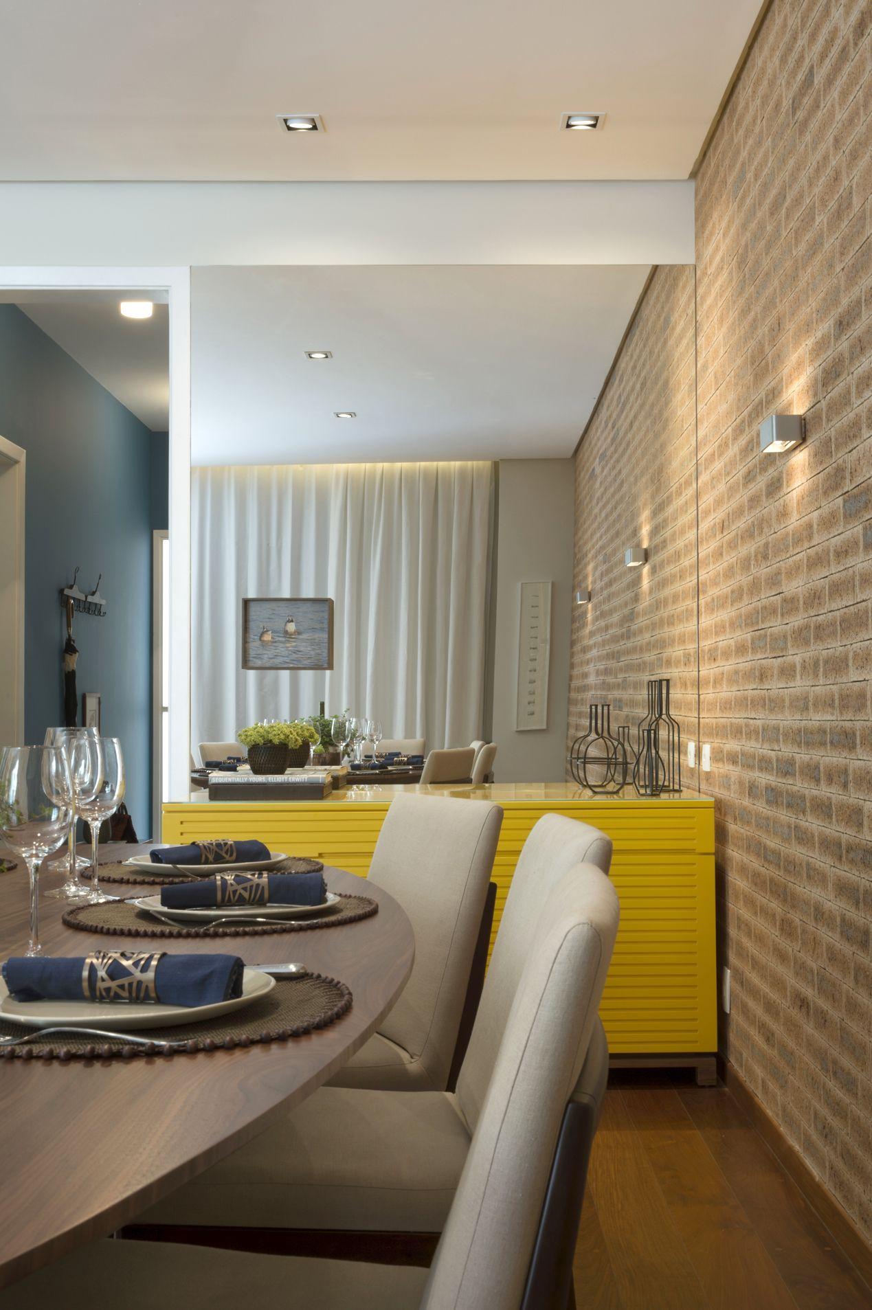 Sala De Jantar Com Aparador Amarelo E Espelho De Cristina Lembi  -> Sala De Jantar Com Espelho E Aparador