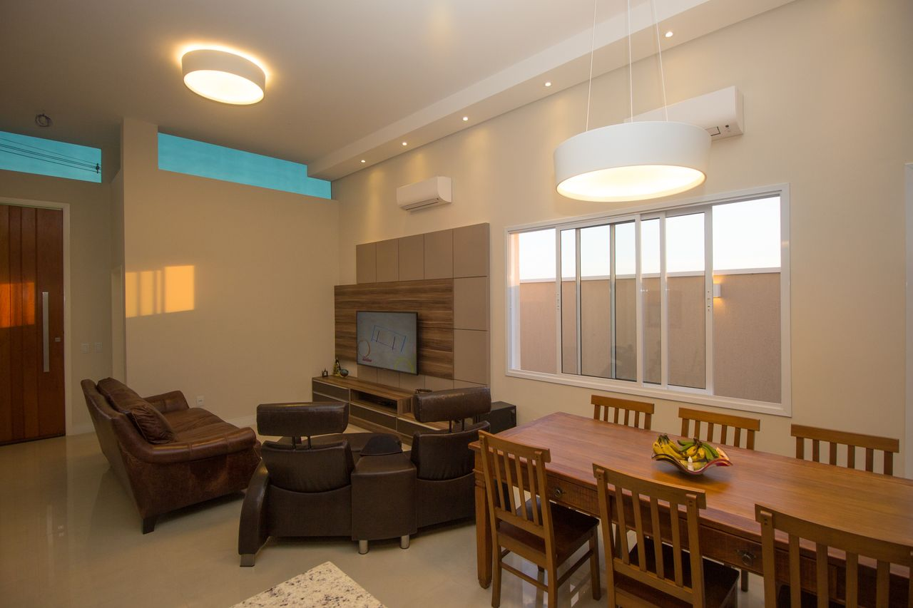 Sala De Jantar Integrada A Sala De Tv Com Lustres De Sa Engenharia E  -> Lustre Para Sala De Tv