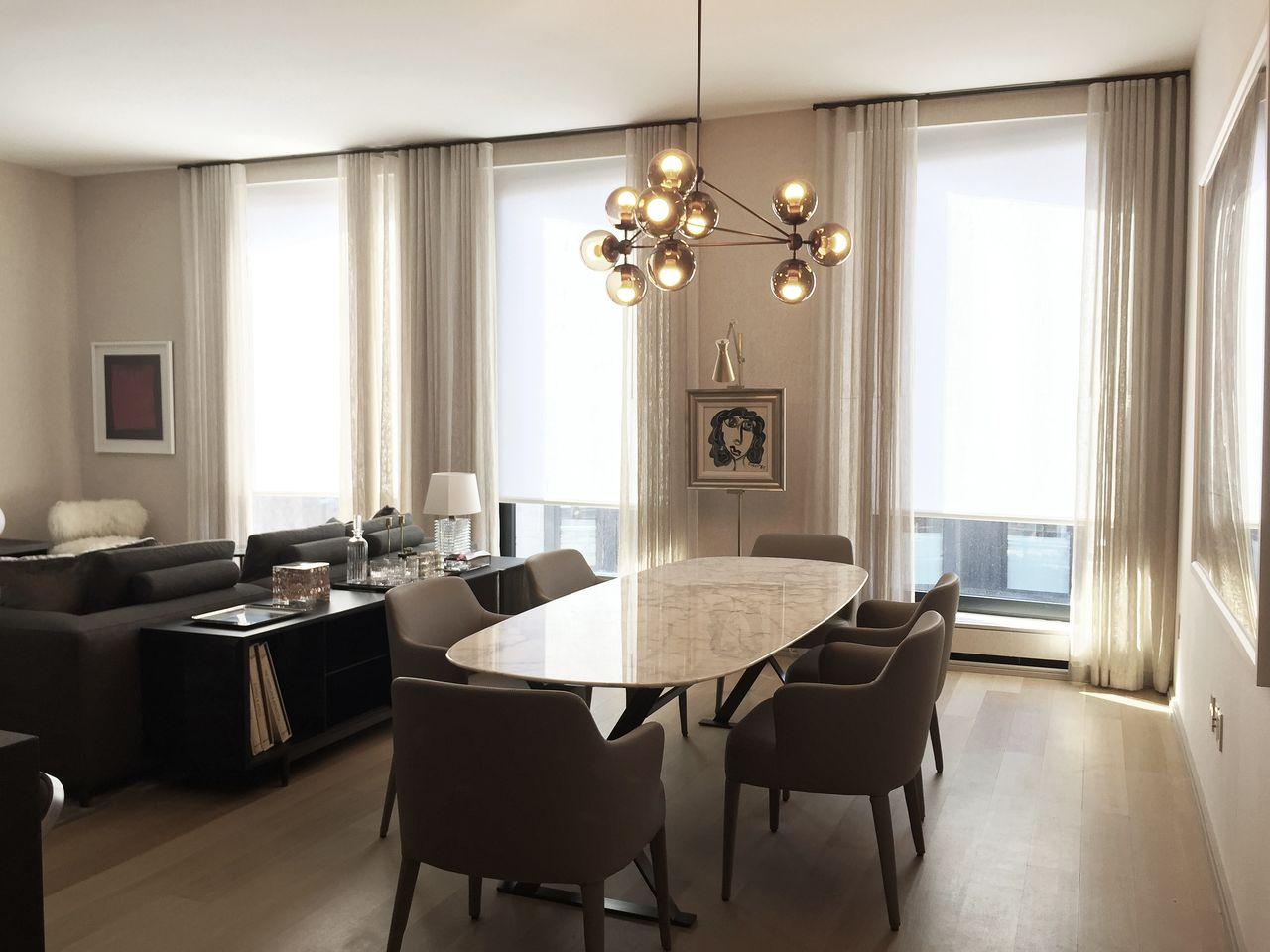 mesa de jantar oval com cavaletes
