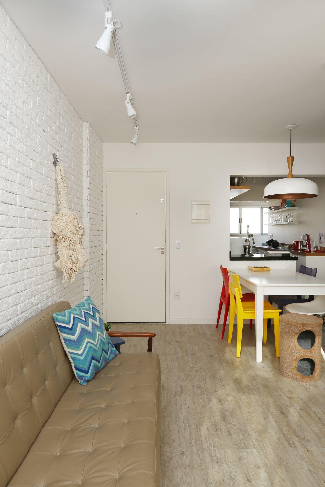 Cadeiras Amarelas Para Sala De Jantar Canto Branco Da Sala De  -> Decoracao De Sala Pequena Vermelha E Amarela