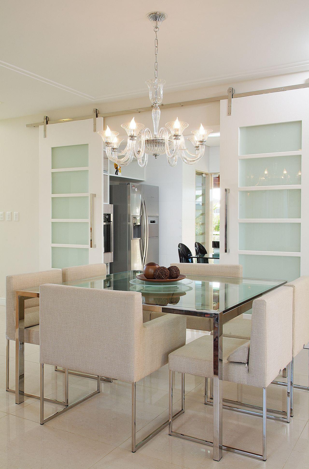Mesa De Jantar De Vidro E Lustre Tipo Candelabro De Bernal Projetos  -> Lustre Para Sala De Jantar Dourado