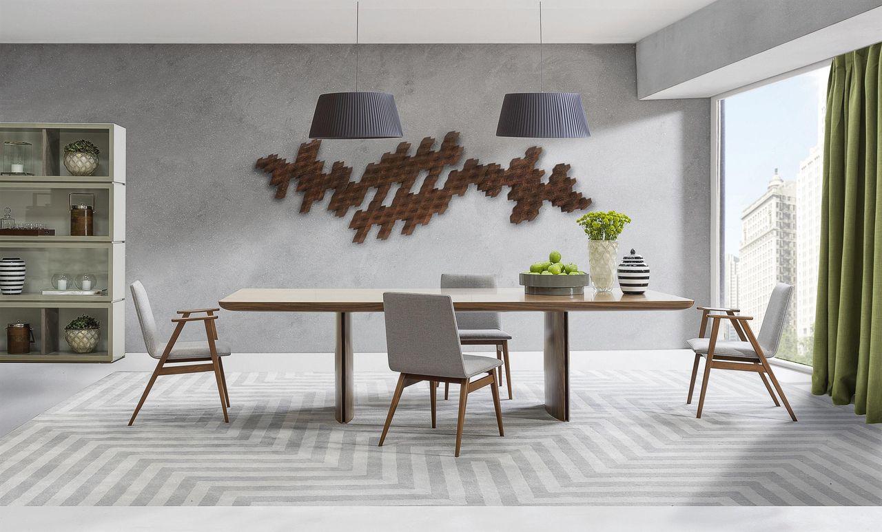 Mesa De Madeira Com Cadeiras E Tapetes Cinza De Breton 89364 No  -> Tapete Na Sala De Jantar