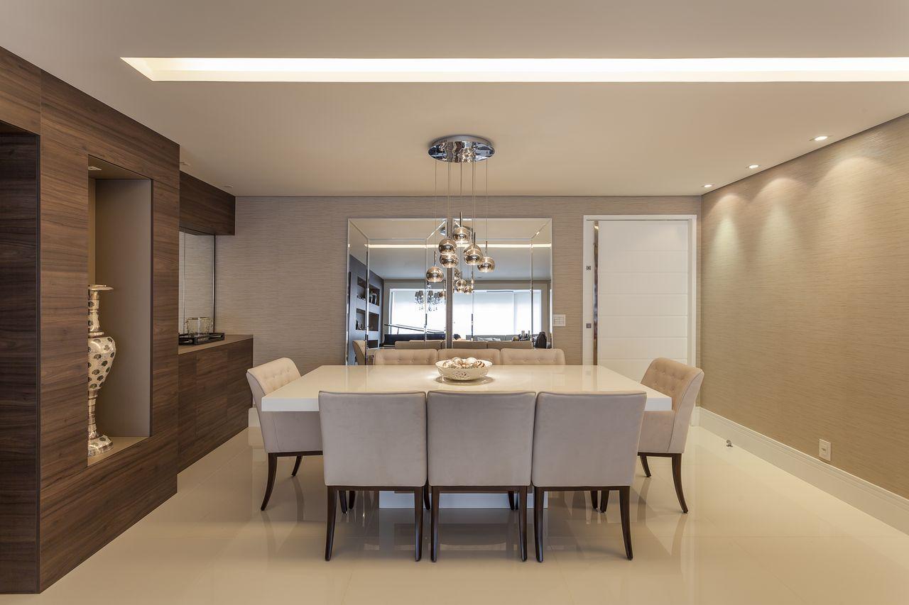 Sala De Jantar Neutra Com Mesa Quadrada E Sof De Mariana Luccisano  -> Sala Quadrada Planejada