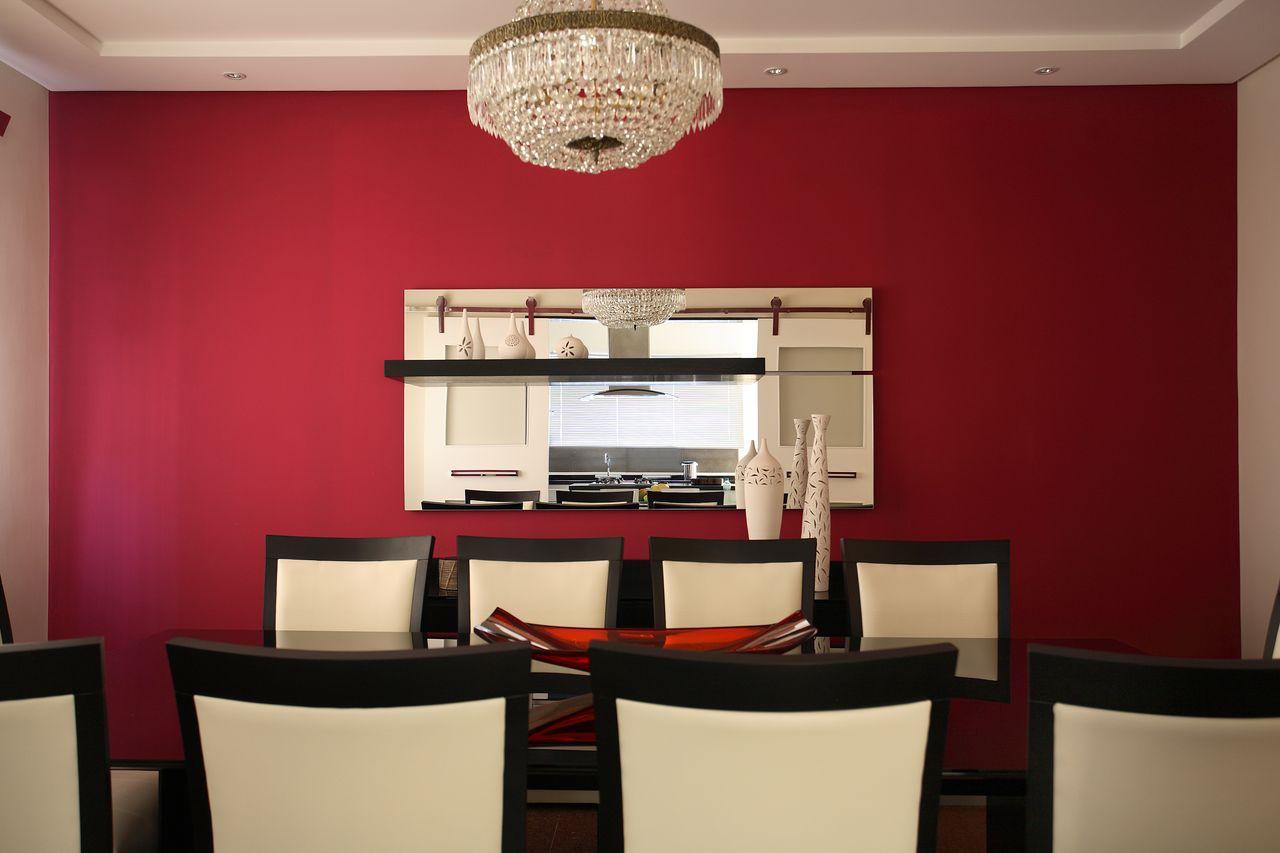 Parede Vermelha Com Cadeiras Branca De Claudia Arakaki 153418 No  -> Cores Parede Sala Jantar