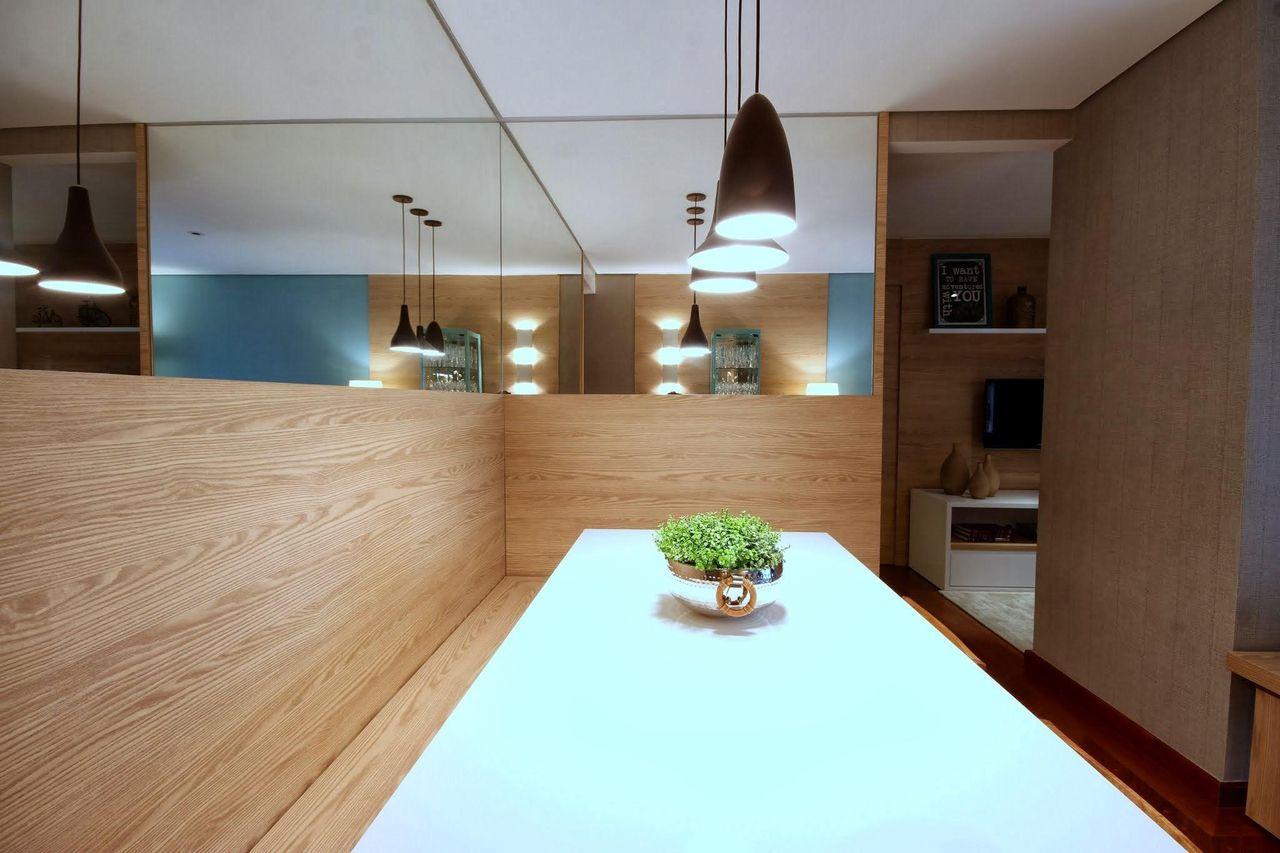 Sala Com Espelho E Acabamento De Madeira De Meyercortez Arquitetura  -> Acabamento Sala De Jantar
