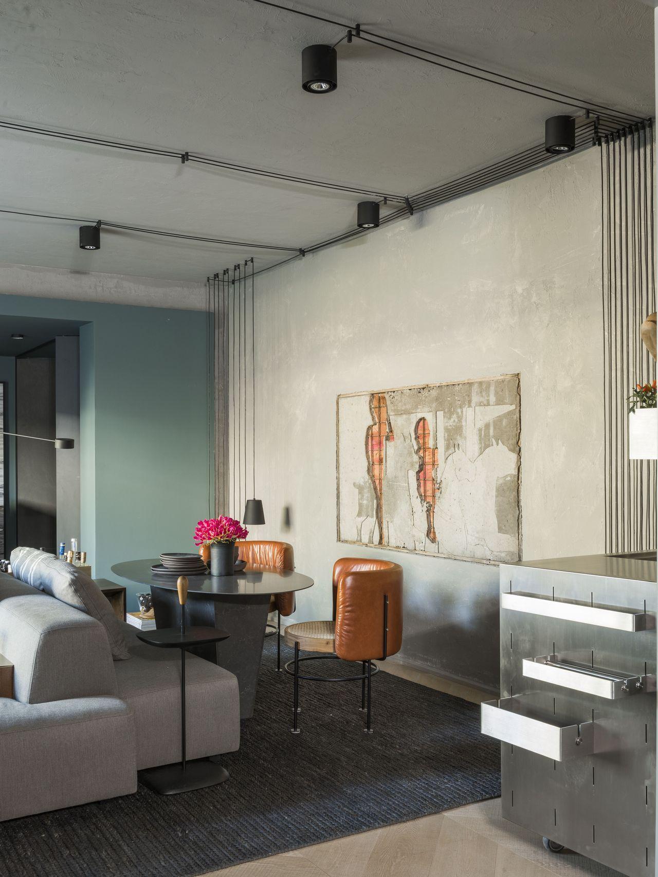 Sala Com Obra De Arte Na Parede Cinza De Triart Arquitetura 144111  -> Decoracao Sala De Artes