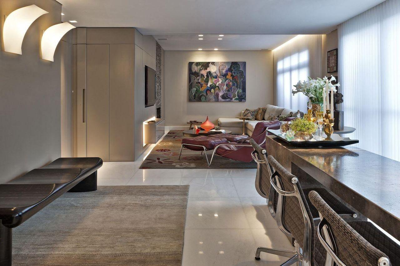 Sala De Estar Com Tapetes Creme E Quadro Abstrato De Gislene Lopes  -> Quadro Abstrato Sala De Jantar