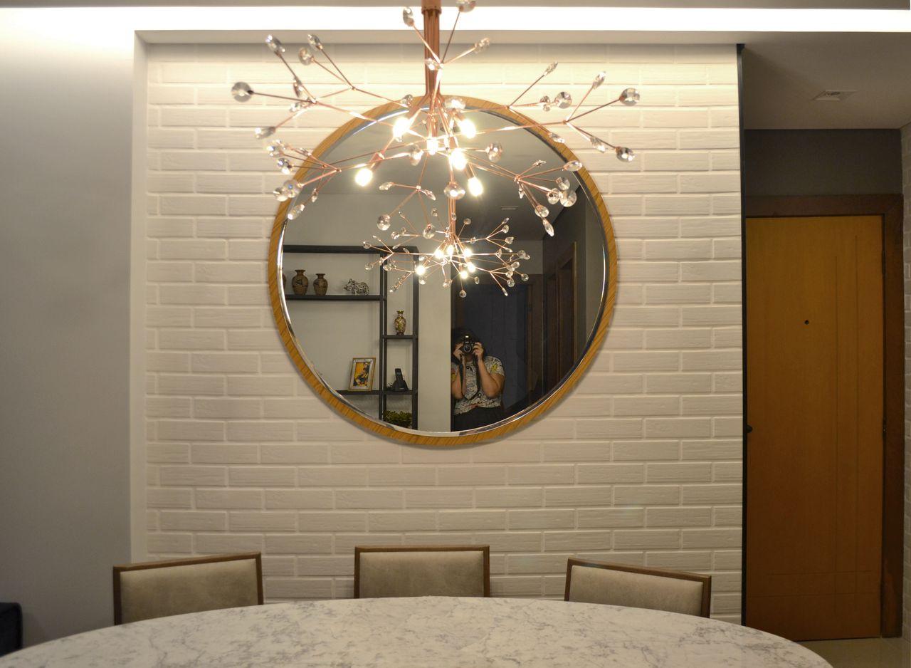 Tijolinho Branco Espelho Redondo E Lustre De Bino Arquitetura