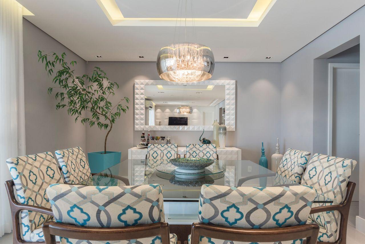 Sala Jantar Com Cadeiras Estampadas Branco E Azul De Idealizzare  -> Decoracao Sala De Jantar Azul