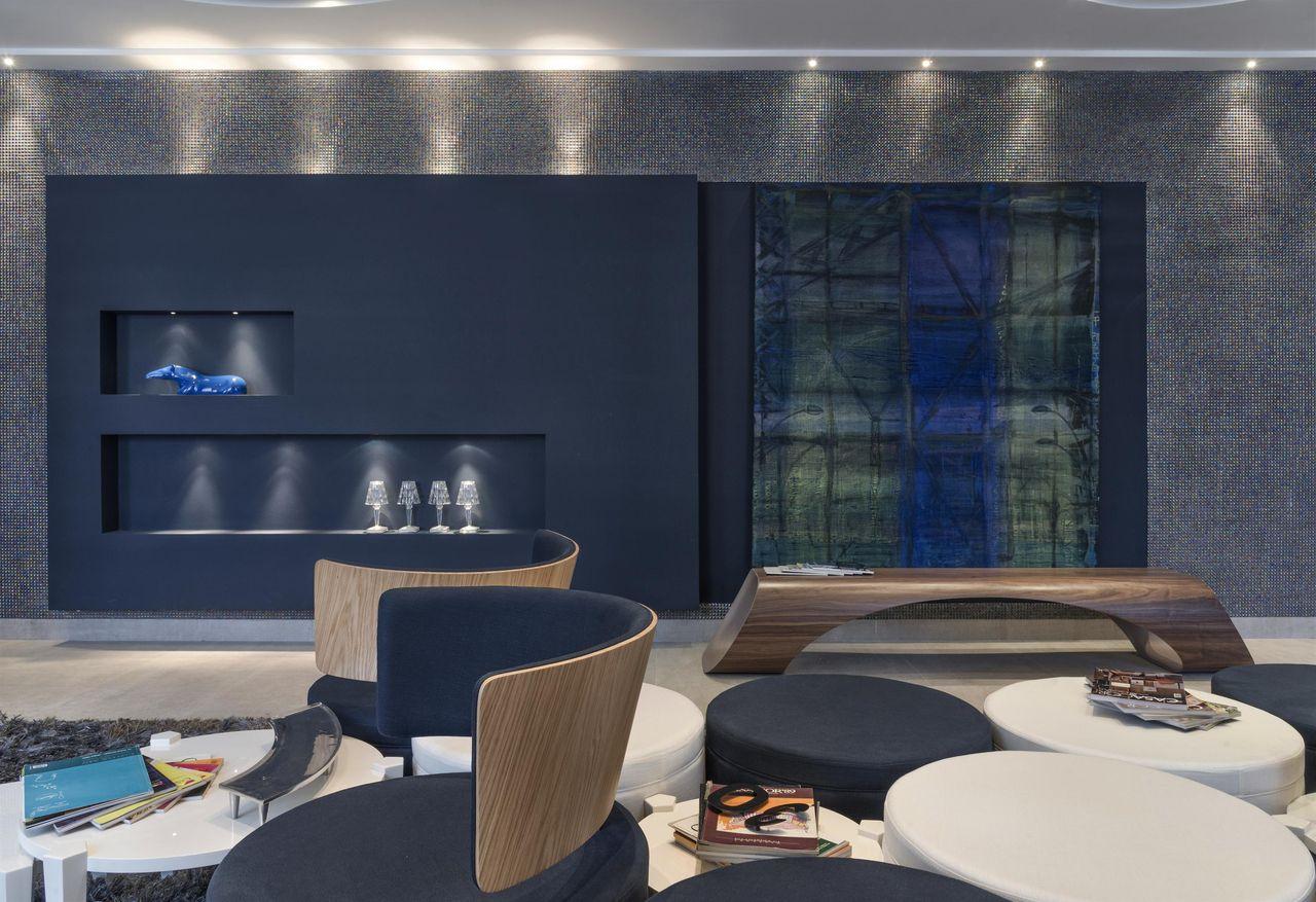 Sala Com Parede Azul Marinho Adoro O Tecido Azul Escuro Com Vivo  -> Parede Da Sala Listrada Azul Marinho