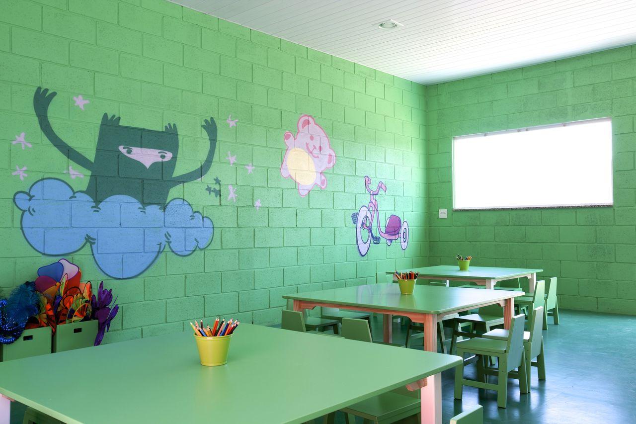 Sala De Creche Com Parede Verde Com Grafite De Brunete Fraccaroli  ~ Grafite Parede Quarto Com Quarto Moderno Solteiro