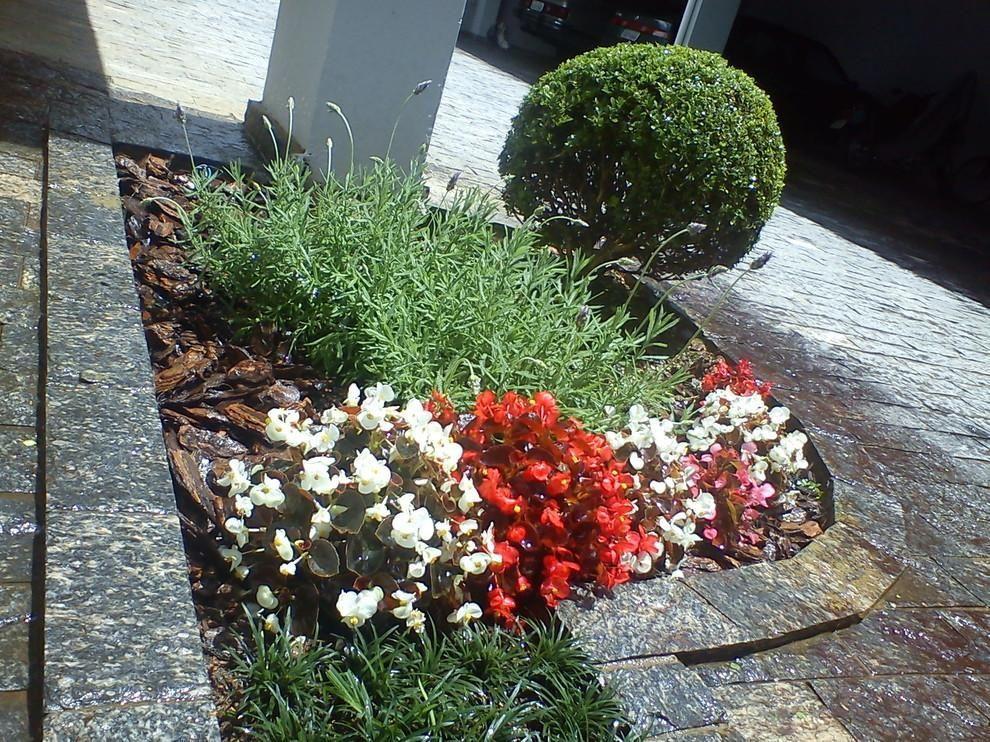 Jardim na frente da casa cadeirasjardins 108479