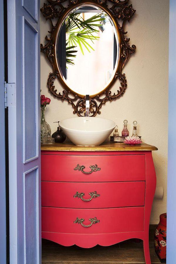 como decorar um banheiro - móvel antigo