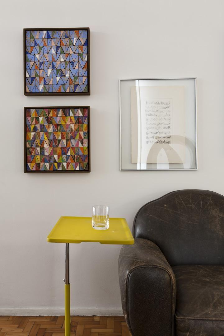 5fb66677b Objetos de Decoração Mesa de apoio amarela e quadros decorativo  amcarquitetura 89568